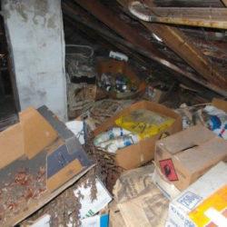 Entrümpelung: Müll auf Dachboden