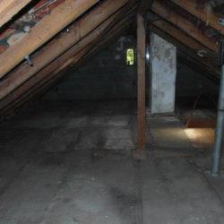 Entrümpelung: leerer Dachboden