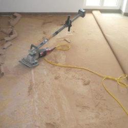 Auflösung von Büro und Betrieb: Boden wird bearbeitet