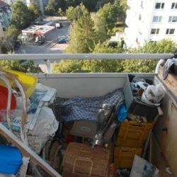 Entrümpelung: Messiwohnung München Balkon mit Müll