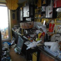 Entrümpelung: Messiwohnung München Küche mit Müll
