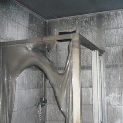 Wohnungsauflösung München: Dusche mit Brandschaden