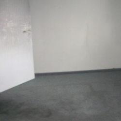 Wohnungsauflösung München: leerer Raum mit Tür